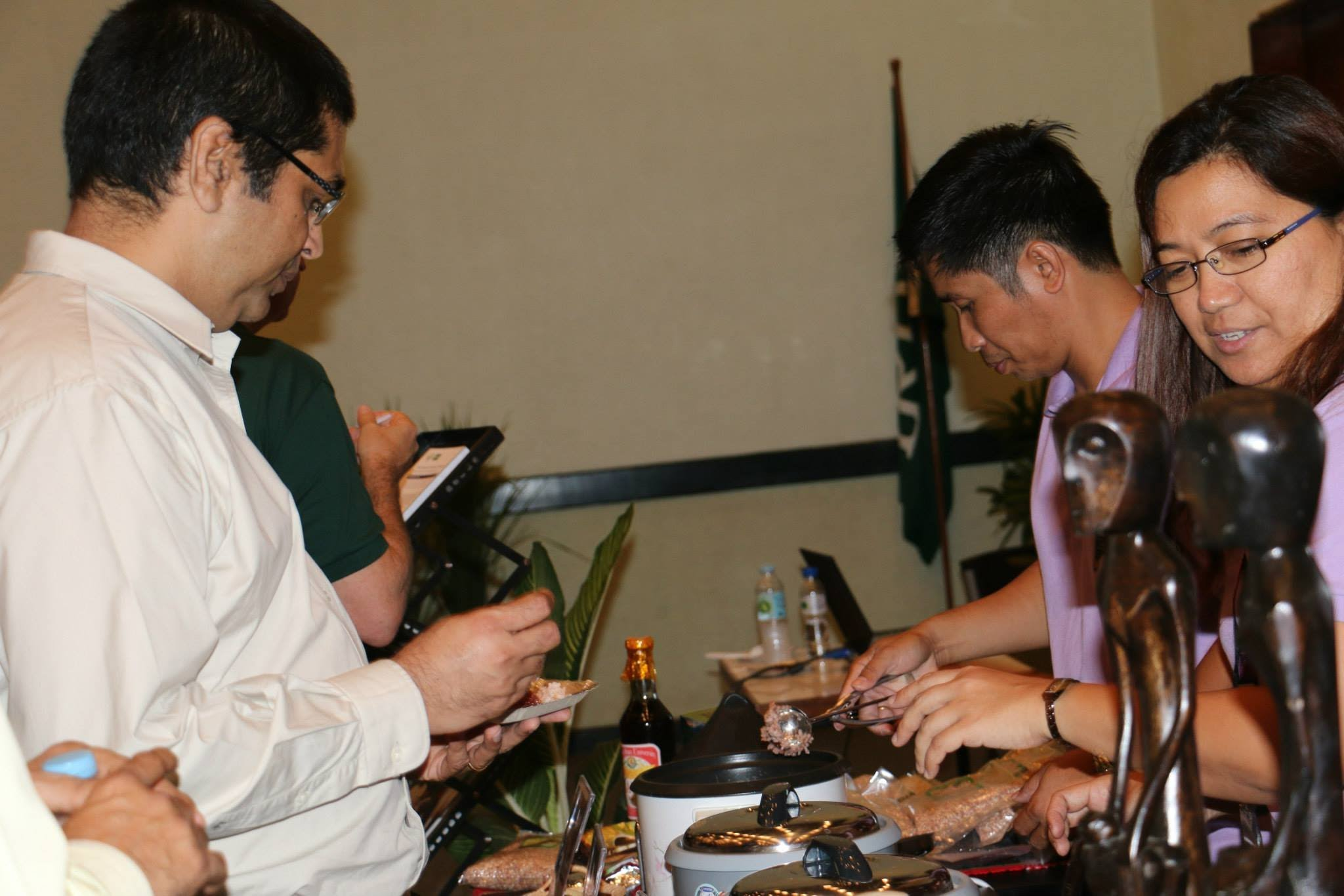 Mr. Jonar Victor Ibañez and Dr. Ana Cope serving a sample of heirloom rice.