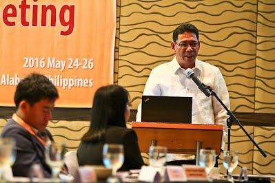Dr. Calixto Protacio of PhilRice gives a talk.